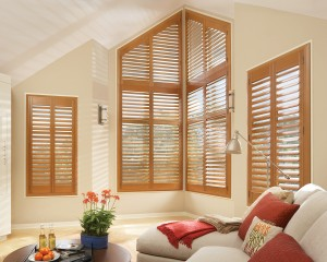 hunter douglas shutters newstyle_truview corner livingroom